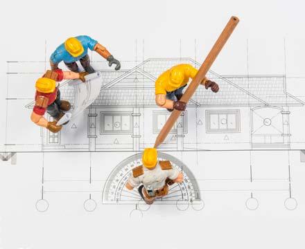Plano de arquitectura con muñecos de ingenieros