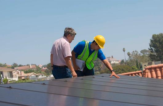 auditoria energética técnicos panel solar foto